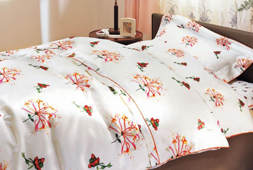 明るく清潔な寝具